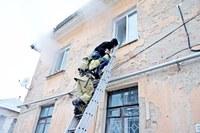 Специалисты МЧС России продемонстрировали основные правила спасения при пожаре в многоэтажке